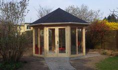 Dieses Naturholz 5-Eck-Gartenhaus kann bei jedem Wetter optimal genutzt werden.