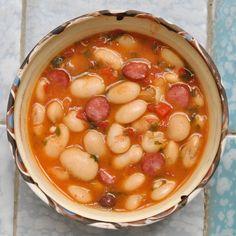 Fazuľový guláš s klobásou Goulash, Chana Masala, Good Food, Beans, Food And Drink, Soup, Baking, Vegetables, Ethnic Recipes