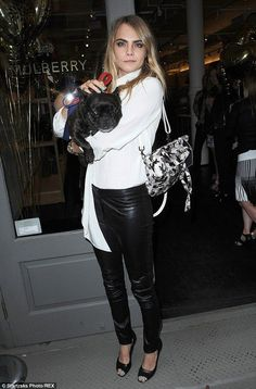 Cara Delevingne gets a kiss from sister Poppy at Mulberry launch - Celebrity Fashion Trends