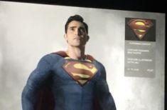 Lorsque l'Arrowverse reviendra après une petite pause en janvier 2021, vos émissions préférées seront rejointes par un nouveau membre de l'univers partagé en constante expansion - Superman & Lois, une spin-off mettant en vedette Tyler Hoechlin et Elizabeth Tulloch dans le rôle du titulaire M. et Mme Kent. Tyler Hoechlin est à bord de la franchise en tant qu'homme d'acier depuis 2016, bien sûr, mais pour son propre véhicule, il recevra un tout nouveau super costume. #Batwoman Tyler Hoechlin, Superman, Supergirl, Spin, Dc Comics, Marvel, Costumes, Fictional Characters