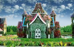 Dubai Miracle Garden features over 45 flower species from all over the world and includes a multitude of shaped archways, flower beds and structures spread over an site. Buchart Gardens, Dubai Garden, Secret Garden Book, China Garden, Garden Art, Garden Ideas, Miracle Garden, Dubai Desert, Palm Beach Gardens