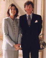 Wat waren Ernst August en Caroline van Monaco gelukkig op hun trouwdag in 1999.