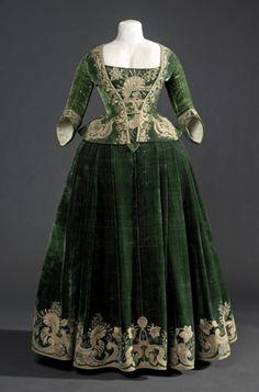 Colección | Museu del Disseny de Barcelona  vestido Vers 1718 Tortosa Tortosa,Prové de la casa Salvador