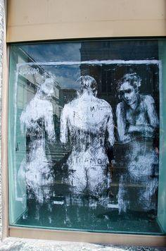 Fantasmales formas femeninas #streetart jd