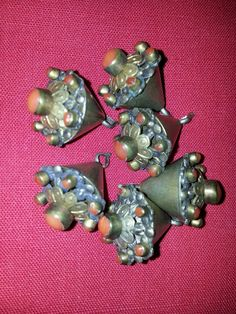 a set of antique buttons boutons anciens