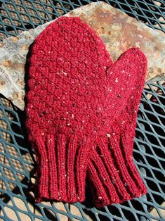 It's been awhile since I've posted a new pattern. I shall remedy that right now. I've been knitting a lot of mens mittens for charity this ...