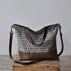 CARRY BAG - grey triangle by bookhouathome on Etsy https://www.etsy.com/listing/185705787/carry-bag-grey-triangle