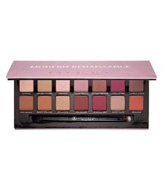 With 14 shades in neutral and berry tones, this highly pigmented eye shadow palette works for day and night. From a natural sultry look to an impactful smoky eye, the variety of colors won't limit you.