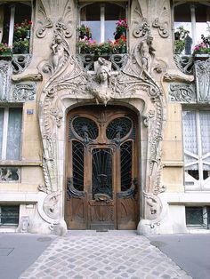 Art-Novueau doorway on Avenue Rapp, Paris, France (by stevecadman).
