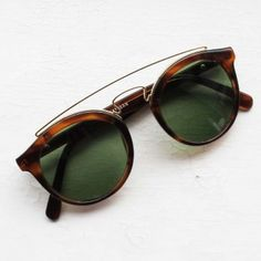 Sold / Gatsby Style RAY BAN Baush & Lomb, 4 W0933  http://vintageyewear.fr/produit/collection/gatsby-style-ray-ban-baush-lomb-4-w0933/