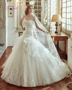 Dreagel New Fashionable Strapless Mermaid Princess Wedding Dresses 2017 Lace Appliques Robe de Mariage Ruched Organza Bride Gown