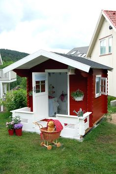 cute, cute, CUTE play house but wouldn't it make a nice garden shed? Shed Playhouse, Playhouse Outdoor, Playhouse Ideas, Simple Playhouse, Cubby Houses, Play Houses, Wendy House, Backyard Play, Building A Shed