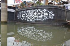 Avete presente i classici centrini fatti all'uncinetto? Ecco, l'artista polacca NeSpoon li riproduce sui muri con dei risultati veramente singolari e sorprendenti. Sinceramente, nonosta…