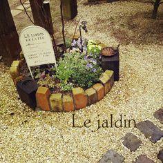 olivierさんの、蛇口部♡,プロヴァンスに憧れて,枕木とレンガの小道,花壇の寄せ植え,アンティークレンガ,ガーデンピック,玄関/入り口,のお部屋写…