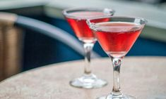 Cosmopolitans are always a popular choice of cocktail for Christmas parties. It's more-ish combination of vodka, tart cranberry juice and zesty lime makes it the perfect party drink this festive season. Party Drinks, Cocktail Drinks, Cocktail Recipes, Alcoholic Drinks, Christmas Cocktails, Christmas Parties, Cosmopolitan Cocktails, Orange Vodka, Online Cookbook