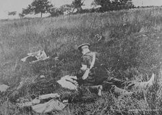 WWI; The British Red Cross Tending The Wounded On The Battlefield. -WW1.Photos.com