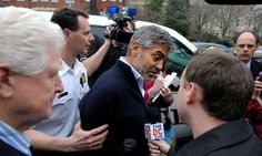 George Clooney fue arrestado por protestar frente a embajada de Sudán.