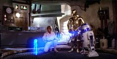 "Luke Skywalker (Mark Hamill), (Anthony Daniels) and (Kenny Baker) in ""Star Wars: A New H. - Star Wars © & TM 2015 Lucasfilm Ltd. Stars Wars Iv, Star Wars Episódio Iv, Star Trek, Star Wars Film, Obi Wan, Humor Satirico, Starwars, Saga, Star Wars"