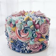 Cake decorating Gear: whenever you're decorating for birthdays and the holidays, you do not require each cake decorating tool on the market, however, you need a few fundamentals. Listed here are essential for cake decorating. Gorgeous Cakes, Pretty Cakes, Cute Cakes, Amazing Cakes, Buttercream Cake, Buttercream Flowers, Piece Of Cakes, Fancy Cakes, Love Cake