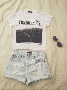 Los Angles Crop Top, Ripped Shorts (Sunglasses) Crop Top Super Cute And Trendy, Shorts Comfortable And So Gorgeous. Super Comfortable, Yet Stylish Outfit. To Top It All Off Heart Shaped Sunglasses! Brandy Melville Other Mode Hipster, Hipster Grunge, Hipster Fashion, Cute Fashion, Teen Fashion, Fashion Outfits, Womens Fashion, Fashion Clothes, Hipster Style