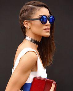 Os óculos espelhados da blogueira Camila Coelho.