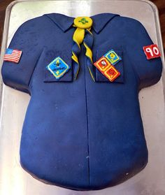 Boy Scout Shirt Cake made from fondant, royal icing, and edible markers for pack meeting. Cub Scouts, Girl Scouts, Scout Mom, Cub Scout Shirt, Cub Scout Activities, Big Top Circus, Pack Meeting, Shirt Cake, Scout Camping