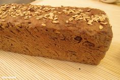 Frisches Brot aus Ofen Bread fresh from the oven, decorated with oat flakes