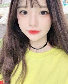 Este posibil ca imaginea să conţină: 1 persoană, selfie şi cadru apropiat Cute Asian Girls, Beautiful Asian Girls, Cute Girls, Korean Beauty, Asian Beauty, Close Up, Ulzzang Korean Girl, Cute Girl Face, Uzzlang Girl
