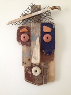 Mask made with pieces of wood picked up on the beach. Recycled Art Projects, Art Populaire, Metal Garden Art, Sea Crafts, Found Object Art, Funky Art, Rustic Crafts, Masks Art, Assemblage Art
