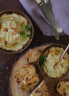 Pasta de berinjela defumada (fácil e em casa!) e sem amargor. Deliciosa, basta provar para gostar. Com torradinhas, vira um petisco light e prático.