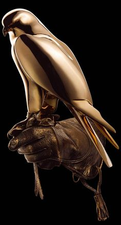 The bronze gyrfalcon Golden Flight is available as either a unique / exclusive sculpture or as a limited series of 8 + 4 EA.