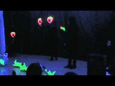 "Teatro negro ""La pequeña oruga glotona"" en CEE Jean Piaget de Zaragoza"