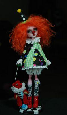 OOAK Draculaura ♥ Custom Repaint The Performers Art Doll ♥ Monster High | eBay.   Clown!