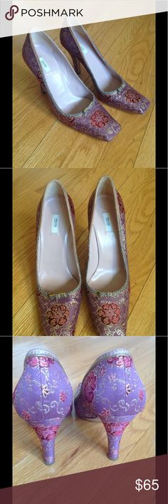 Prada shoes size 38.5 Made in Italy, In very good condition, beautiful pair of purple shoes, heel 4 inch. Prada Shoes Heels