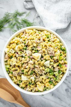 Tuna Macaroni salad is satisfying dish all on its own, but is also the perfect side dish to complement a summer picnic or potluck. This salad has it all--delicious pasta, savory tuna and a creamy, sweet, and zesty sauce! Pasta Recipes, Dinner Recipes, Cooking Recipes, Healthy Recipes, Healthy Food, Healthy Weight, Healthy Meals, Delicious Recipes, Cake Recipes
