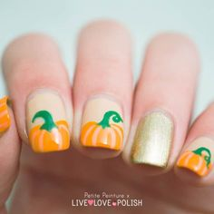 15 Prominent Pumpkin Nail Art for Halloween – NailDesignCode fall nails pumpkin - Fall Nails Christmas Manicure, Holiday Nail Art, Fall Nail Art, Autumn Nails, Great Nails, Cute Nail Art, Cute Nails, Halloween Nail Designs, Halloween Nail Art