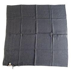 Magnífico foulard negro Roberto Cavalli.  50% seda 50% algodón by Luxe a Porter $73    www.luxeaporter.com