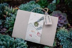 Leve de Liefde ♡ Lees Bren's Bruiloft Tips ♡ www.liefslabel.nl Container, Gift Wrapping, Tips, Gift Wrapping Paper, Wrapping Gifts, Gift Packaging, Counseling