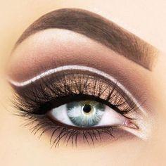 Gorgeous Makeup: Tips and Tricks With Eye Makeup and Eyeshadow – Makeup Design Ideas Blue Eye Makeup, Eye Makeup Tips, Fall Makeup, Glitter Makeup, Makeup Videos, Eyeshadow Makeup, Eyeshadows, Perfect Makeup, Gorgeous Makeup