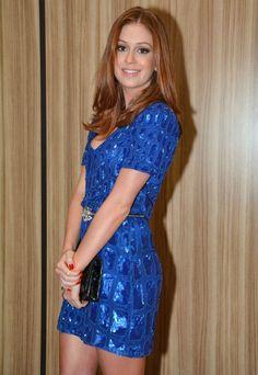 Marina Ruy Barbosa brilhou em premiação com vestido azul