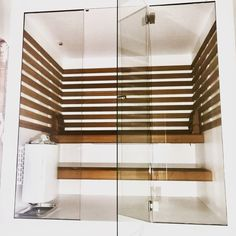 Witte design sauna ingebouwd in badkamer Modern Saunas, Sauna Ideas, Sauna Design, Bathroom Modern, Pool Houses, Jacuzzi, Blinds, Design Ideas, Wellness