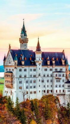 Ultimate Travel Bucket List: Visit Neuschwanstein fairy tale castle in Germany Places Around The World, Oh The Places You'll Go, Places To Travel, Places To Visit, Around The Worlds, Beautiful Castles, Beautiful Buildings, Beautiful Places, Photo Chateau