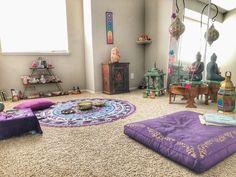 New Yoga Room Design Ideas Meditation Corner 28 Ideas – yogaroom Meditation Corner, Meditation Room Decor, Meditation Space, Yoga Meditation, Sala Zen, Yoga Room Design, Reiki Room, Zen Space, Zen Room