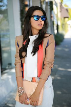 Chic colors w/ blue mirror wayfarer style sunglasses Style Blog, Mode Style, Style Me, Look Fashion, Fashion Beauty, Womens Fashion, Fashion Trends, Fashion Inspiration, Street Fashion