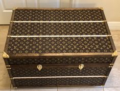 Louis Vuitton Inspired Steamer Trunk - Medium Shoe Storage Trunk, Giant Shoe Box, Furniture Grade Plywood, Louis Vuitton Trunk, Antique Chest, Shipping Crates, Steamer Trunk, Flat Ideas, Upcycled Furniture