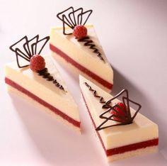 Málnás pezsgőtorta Beautiful Cakes, Cheesecake, Desserts, Food, Strudel, Bakken, Homemade Lemonade, Cookies, Cake Ideas