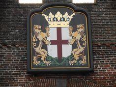 het wapen van Amersfoort hangend aan de Koppelpoort