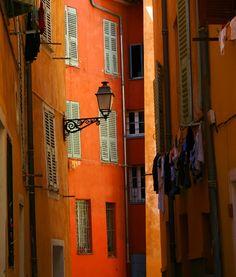 Couleurs dans le vieux Nice, France