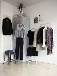 paris2london:  (via My 10 wardrobe essentials | This chick's got style)