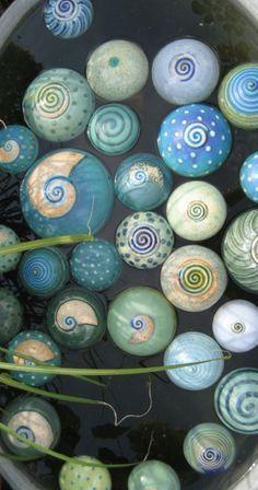 Große Auswahl an Schwimmsteinen. Es entstehen ständig neue Kreationen, somit finden auch langjährige Sammler immer wieder neue Schwimmsteine